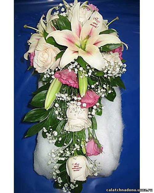 Каскадный букет из роз, лилий, эустомы