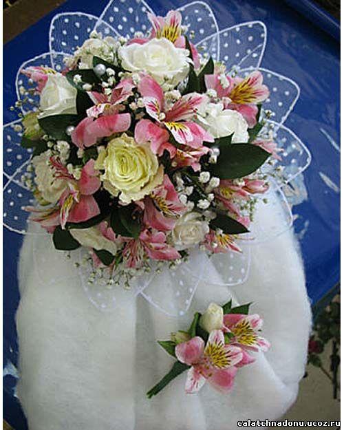Свадебный круглый букет из альстромерии, розы и гипсофилы