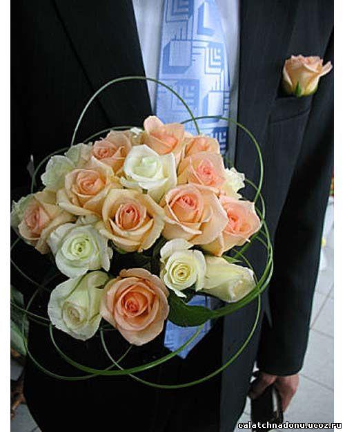 Классический круглый букет невесты из роз