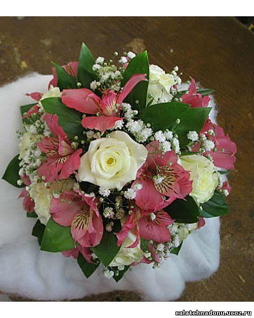 Свадебный букет из розовой альстромерии и белых роз