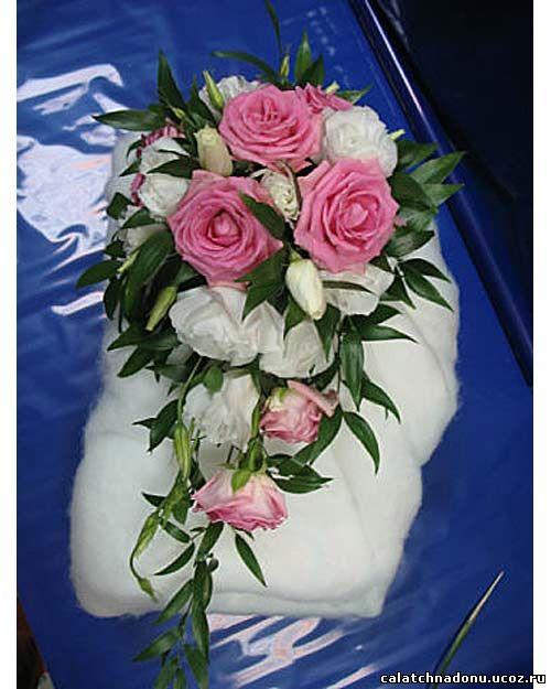 Свадебный букет-капля из розовых роз и белой эустомы