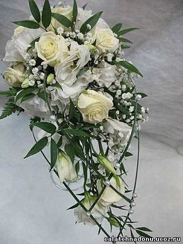Свадебный букет-капля из роз и эустомы