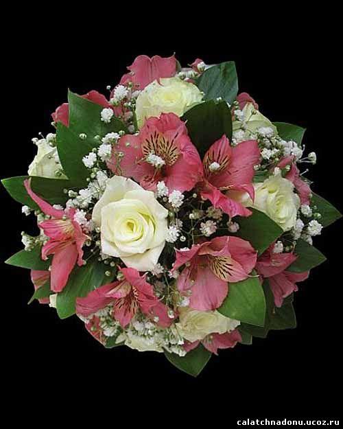 Свадебный букет из белых роз и альстромерии