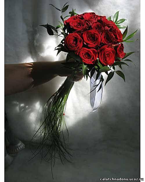 Букет невесты из красных роз с