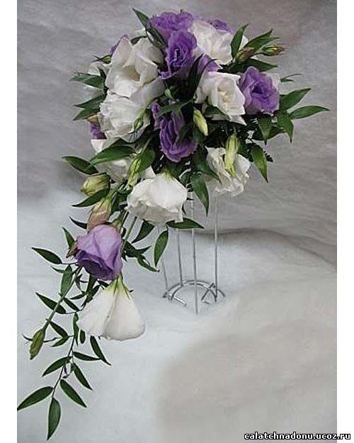 Свадебный каскадный букет из эустомы