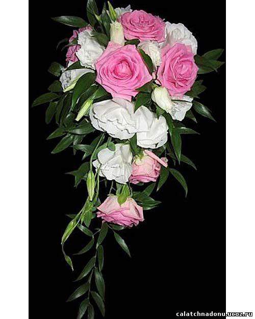 Свадебный каскадный букет из роз и эустомы