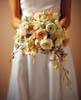 Формо-линейный букет невесты
