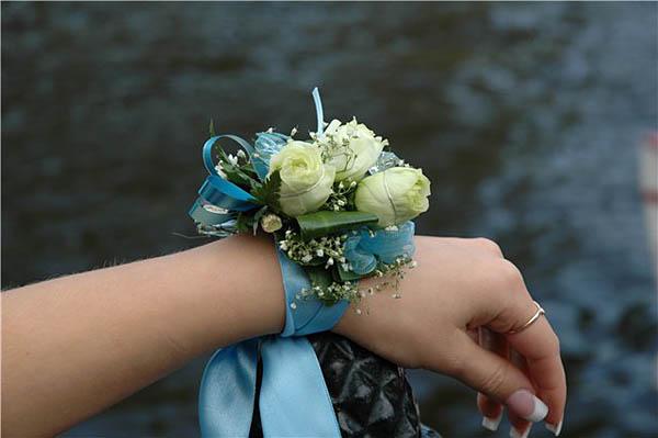 Украшают себя подружки невесты