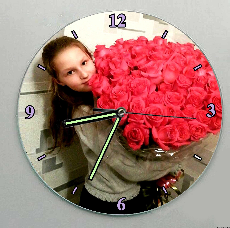Часы - Девочка с букетом