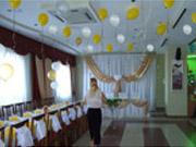 Красиво оформленный свадебный зал