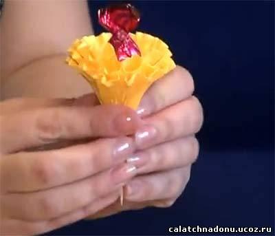 Гвоздика для букета из конфет