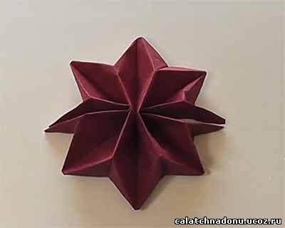Красиво сложенные салфетки звездой