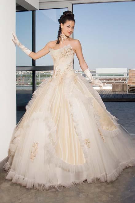 Бальные платья или свадебные платья